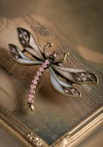20s How To Train Your Dragonfly Brooch in Lila