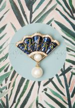 40s Vintage Fan Brooch in Night Blue